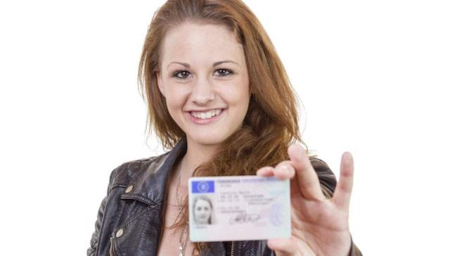 Kolla in tio råd hur du ska lyckas ta körkort.