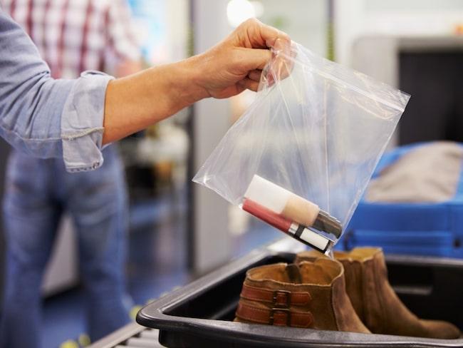 Alla som flugit till USA de senaste 15 åren har drabbats av säkerhetskontrollen på flygplatserna.