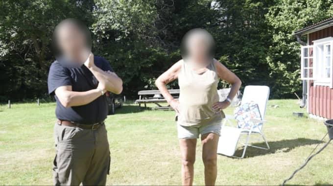 Mannen och kvinnan vid huset säger att det är yngre familjemedlemmar och deras vänner som vistas på markerna.