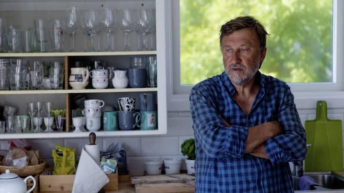 Janne Josefsson, 65, i sin sommarstuga på ön Åstol, Bohuslän. Foto: HENRIK JANSSON / GT/EXPRESSEN
