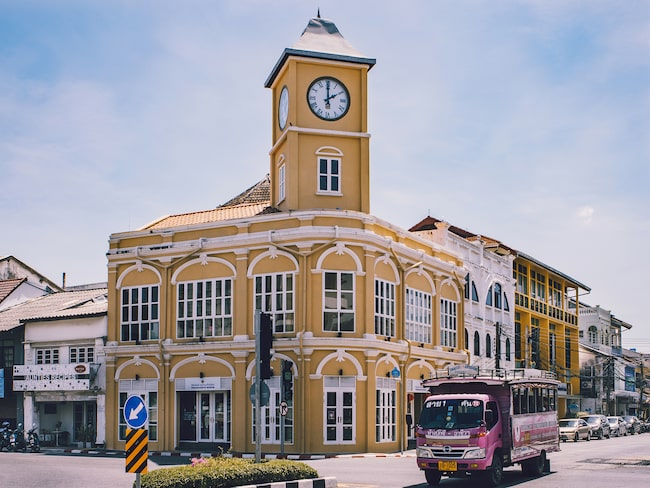 Tåg kan bli ett alternativ till bussen på Phuket.