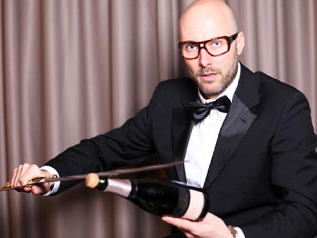 Att krossa champagne mot fartyg och öppna en flaska med sabel är två saker som Mikael Mölstad benämner som oskick.