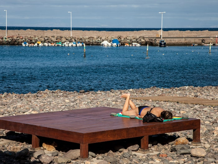 Aldea de San Nicolás hamn är en av få platser längs västkusten där det är säkert att bada.
