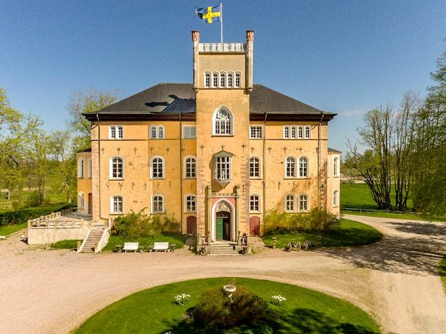Börstorps slott ligger precis vid Vänerns strand.