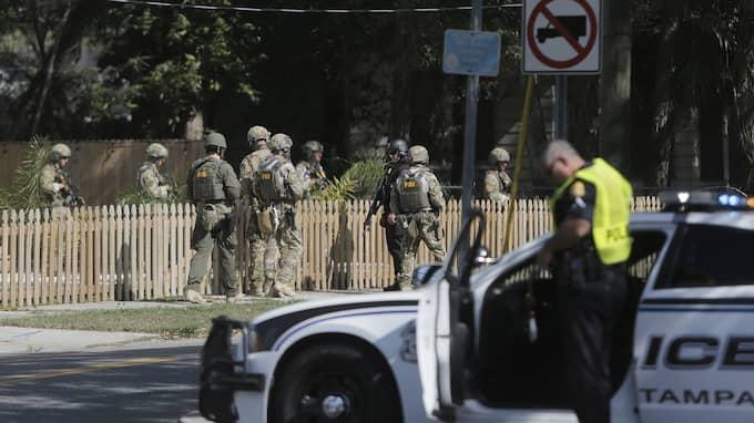 FBI och militär undersöker platsen där en man hittades ihjälskjuten i Seminole Heights i Tampa på tisdagen. Foto: OCTAVIO JONES / AP TT NYHETSBYRÅN
