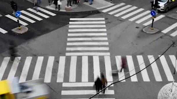 Kolla, här kan man gå      över vägen som i Tokyo