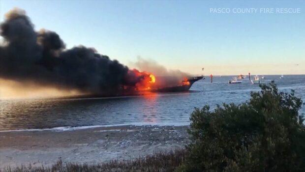 """Kasinobåten började brinna: """"De sade åt oss att hoppa"""""""