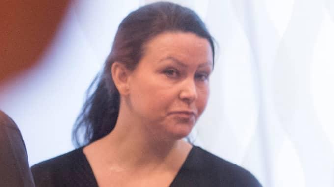 Johanna Möller dömdes av tingsrätten för att ha anstiftat mord på maken, mördat sin pappa och försökt mörda sin mamma. Domen är överklagad, men om hovrätten går på tingsrättens linje kommer Möller att få lämna häktet där hon nu sitter – och föras till kvinnoanstalten Hinseberg. Foto: FREDRIK SANDBERG/TT / TT NYHETSBYRÅN