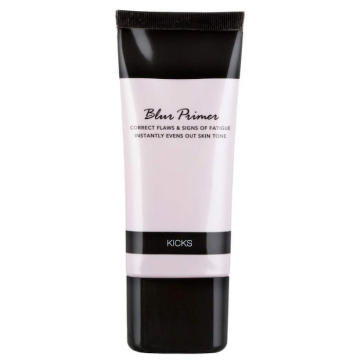 <strong>Blur Primer, Kicks, cirka 159 kronor.</strong><br>Primer som ger en fin bas och gör din hy jämn och perfekt inför applicering av foundation. Den suddar ut ojämnheter i huden och ger en jämnare hud med mindre synliga porer. Använd i hela ansiktet eller enbart på områden som behöver korrigeras.