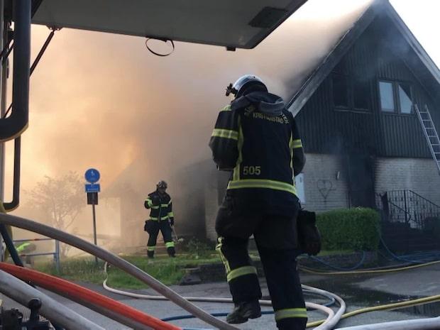 """Barn larmade om kraftig brand i villa: """"Det är allvarligt"""""""