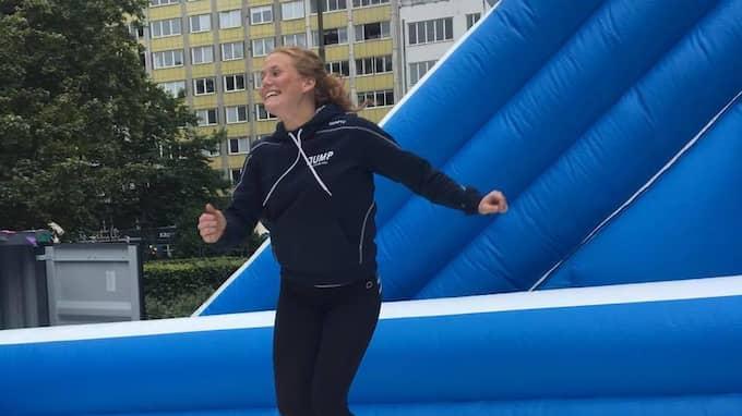 Klara Sjunnesson, 23, är platschef på JUMP och ansvarig för hoppborgen på Malmöfestivalen. Foto: Nellie Erberth