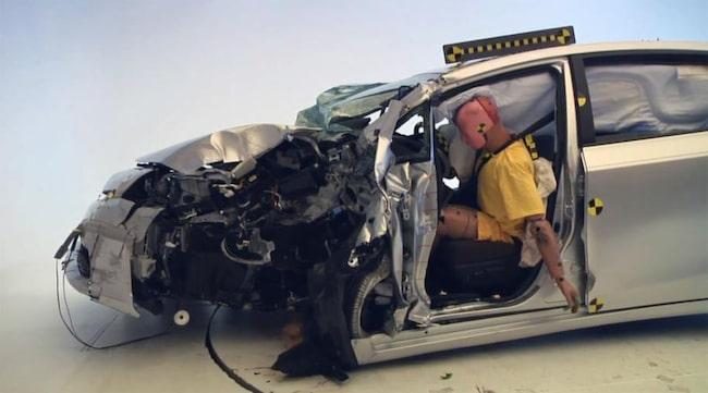 EFTER TESTET. Toyota Prius+ efter det nya amerikanska krocktestet med 25 procents överlappning.