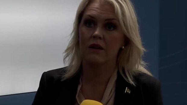 """Lena Hallengren: """"Vi ser på situationen med stor oro"""""""