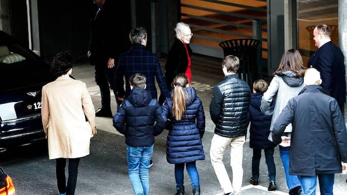 Under helgen har hela den danska kungafamiljen besökt den prinsen på sjukhuset. Foto: MARTIN SYLVEST / AP TT NYHETSBYRÅN