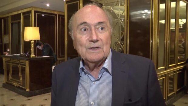 Sepp Blatter avstängd – ändå på fotbolls-VM