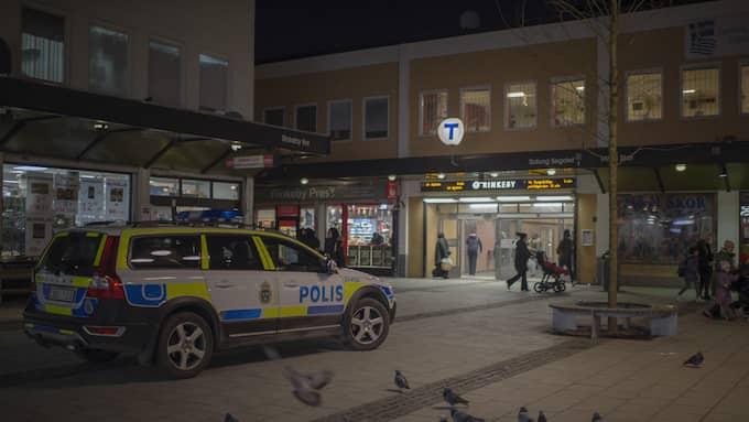 Rinkeby är en plats där polisen kämpar mot brottsligheten. Men det är inte ens i närheten av en krigszon, skriver Mohamed Nuur. Foto: MELI PETERSSON ELLAFI