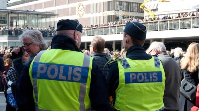 Regeringen lovar 10 000 nya poliser. Foto: Henrik Isaksson/IBL