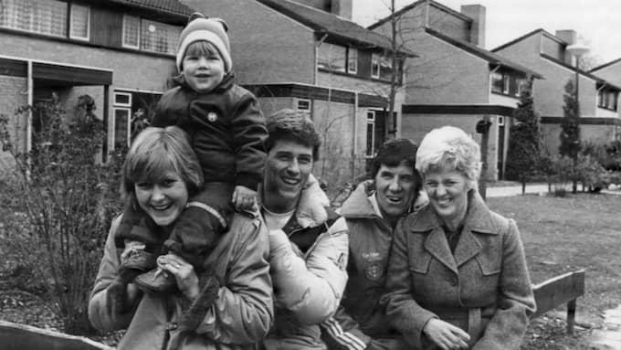 Kurt och Elvy Hysén (till höger) tillsammans med Kerstin och Glenn och deras son Tobias. Bilden är tagen i Eindhoven inför Glenn Hyséns debut i holländska ligan. Foto: BILDBYRÅN / SCANPIX / / BILDBYRÅN SCANPIX SWEDEN