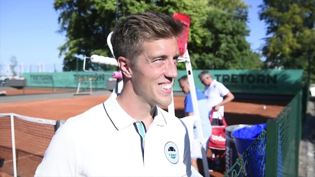 """Calle Halfvarsson: """"Jag är 0,03 av 10 på tennis"""""""