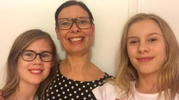 Mamma Caroline Klingström är trött på att döttrarna Nova, 12, och Stella, 13, inte blir mätta av skolmaten. Foto: Privat