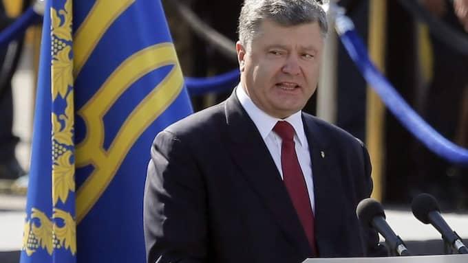 """""""Kriget för frihet fortsätter och vi kan bara segra genom att förena våra försvarsinsatser"""", säger Ukrainas president Petro Porosjenko. Foto: Sergey Dolzhenko / Epa / Tt"""