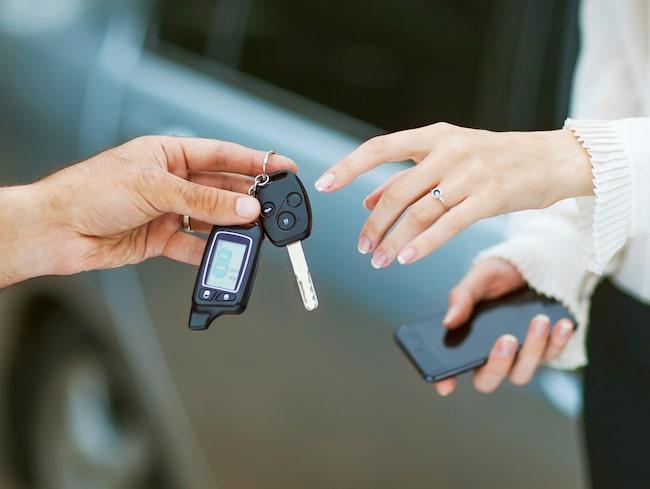 Bilmärke och utseende prioriteras över säkerhet i svenskarnas val av bil, visar YouGovs undersökning gjord på uppdrag av Blocket Fordon.