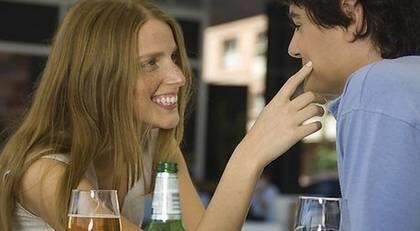 Hon dejtar andra killar också 5 kärleks språk fråge sport för dating par