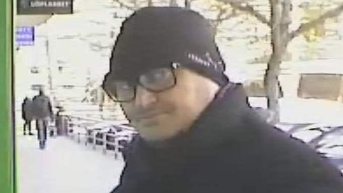 Polisen jagar just nu en bedragare som systematiskt lurat äldre personer i södra Stockholm Foto: Polisen
