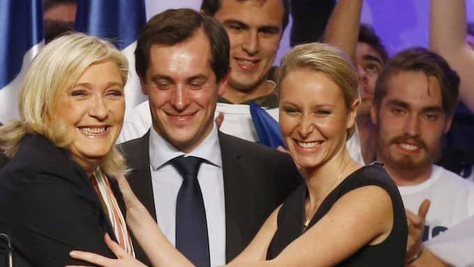 Marion (till höger) med sin moster Marine Le Pen. Foto: Francois Mori