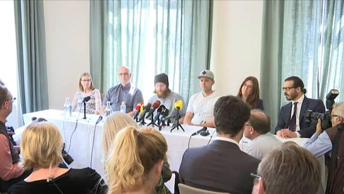 Bröderna under dagens presskonferens. Foto: Skärmbild