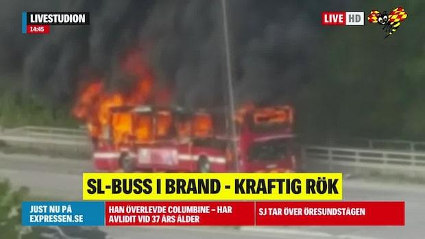 SL-buss i brand – kraftig rök