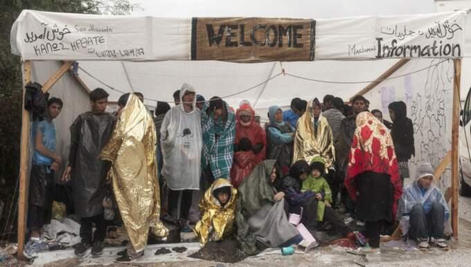 Flyktingar utanför Morialägret på Lesbos. Foto: Alessandro Penso/Läkare utan gränser
