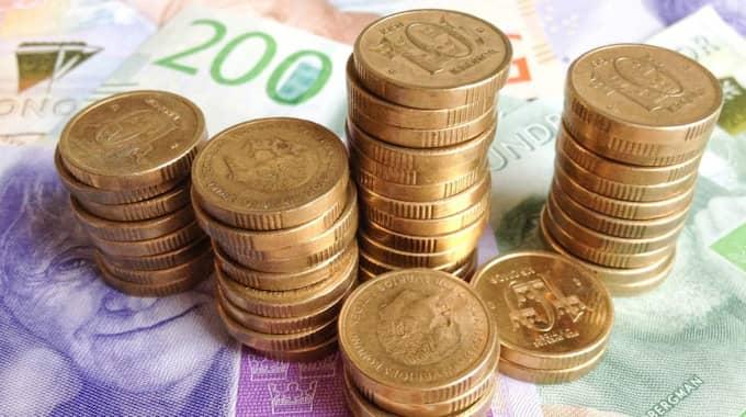 Vad gör man med så mycket pengar egentligen? Här är några förslag. Foto: Henrik Isaksson/Ibl-Aop