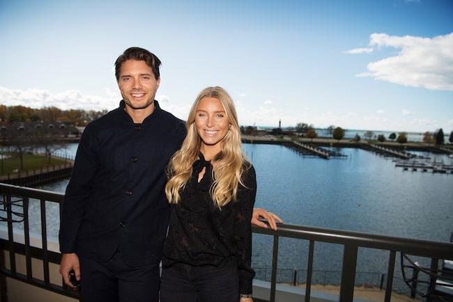 Hockeyproffset Jacob Josefson och frun Sanne Josefson säljer sin lägenhet i Vasastan.