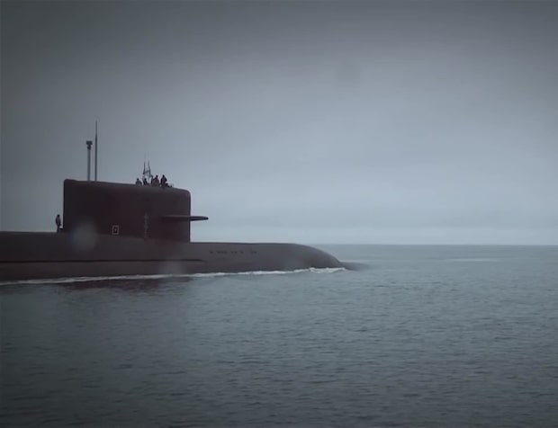 Putins atomubåt på väg in mot Sverige